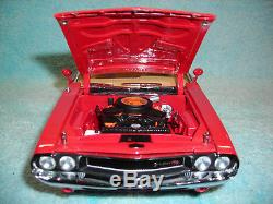 1/18 Scale Diecast 1970 Dodge Challenger R\t In Red\white Stripe By Greenlight
